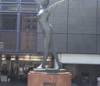 西葛西のハチ公?地元民の待ち合わせは北口バレリーナの銅像【躍】がおすすめ